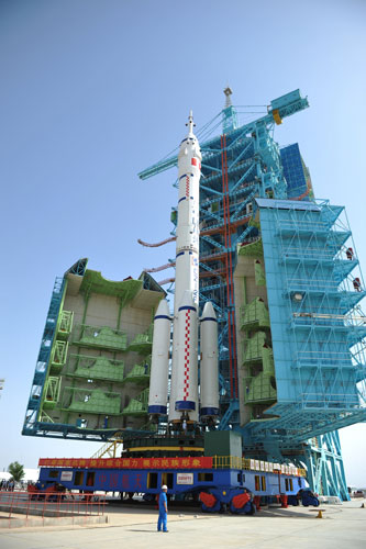 shenzhou-x-space-rocket.jpg